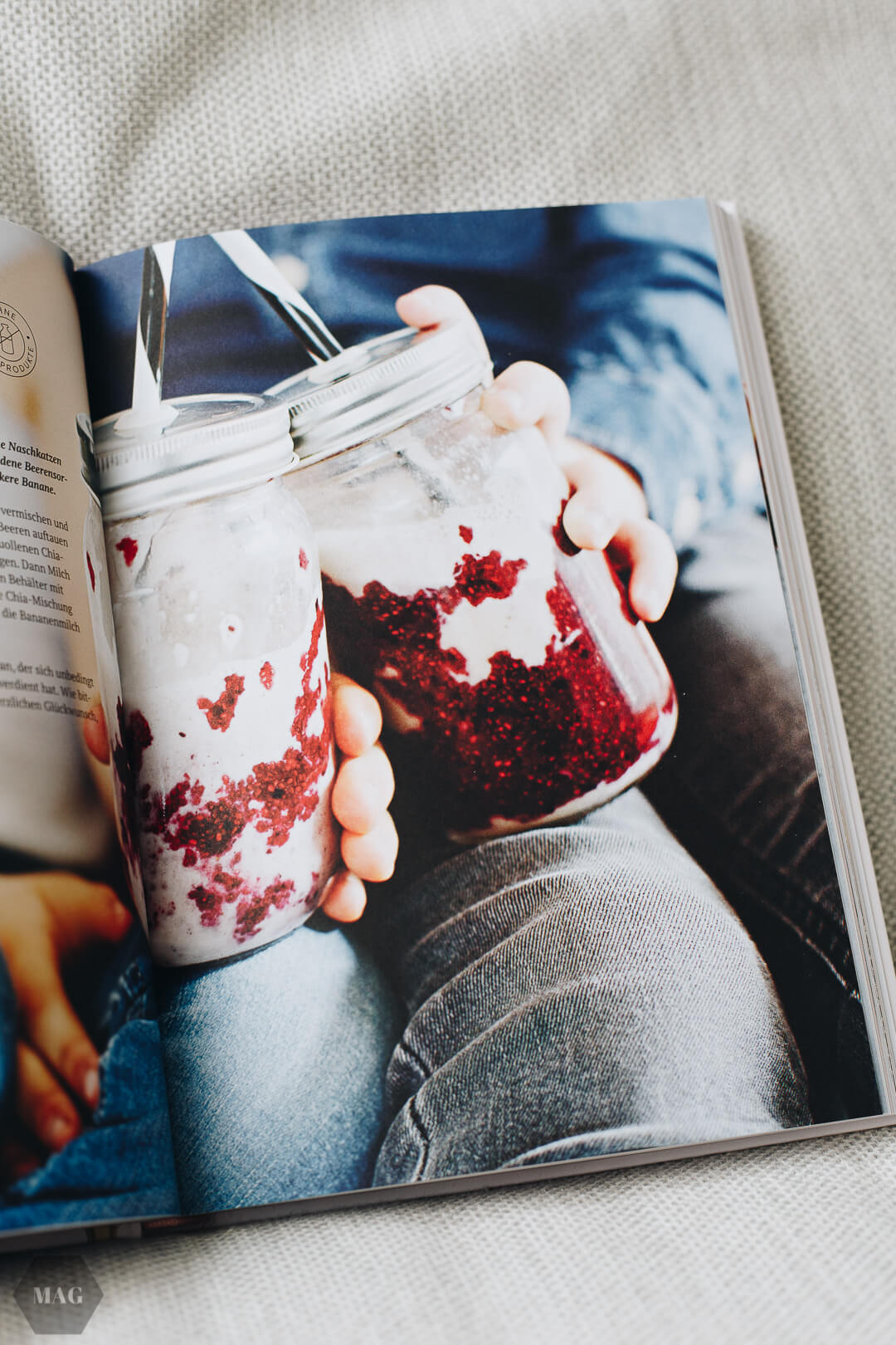 Chia Beeren Smoothie, Beeren-Chia-Smoothie, veganer Beeren-Smoothie, Johannisbeeren Chia Smoothie, Food Pharmacy Rezension, Food Pharmacy Buch, Rezension Food Pharmacy, Smoothie Beeren vegan, Smoothie Cashewmilch vegan, Beerensmoothie vegan, Chia Samen Smoothie
