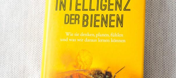 Die Intelligenz der Bienen, Bienen, Intelligenz der Tiere, Honigbienen und Intelligenz, Buch über Bienen, Bienenforschung, Honigbienen Forschung, Sachbuch Bienen, Forschung Bienen, Bienenbuch, Buch über Bienen, Sind Bienen intelligent, Können Bienen denken