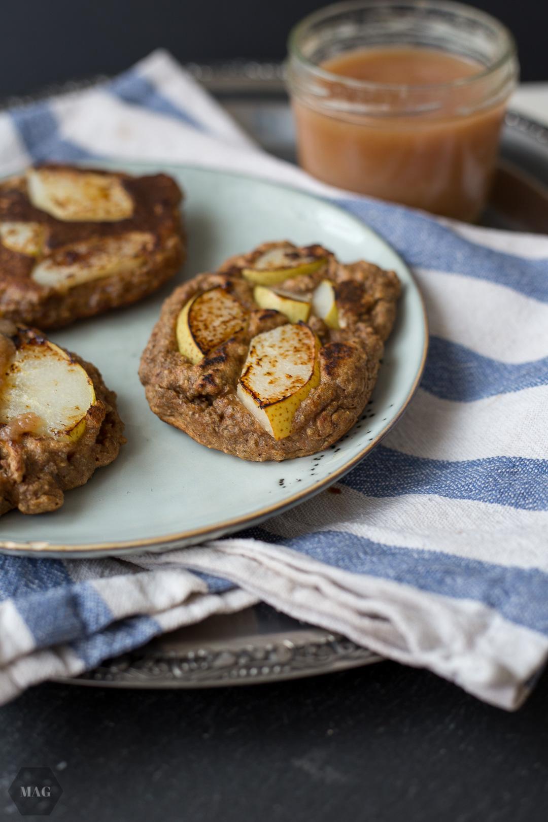Dinkel-Birnen-Pancakes, Pancakes vegan, Pancakes mit Hafermilch, Pancakes ohne Milch, Pancakes Haferdrink, Pancakes mit Chia, Chia-Pancakes, Vegane Pancakes mit Chia, einfache vegane Pancakes