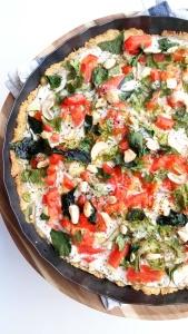 Glutenfreie Frühlingspizza mit Spinatjpg