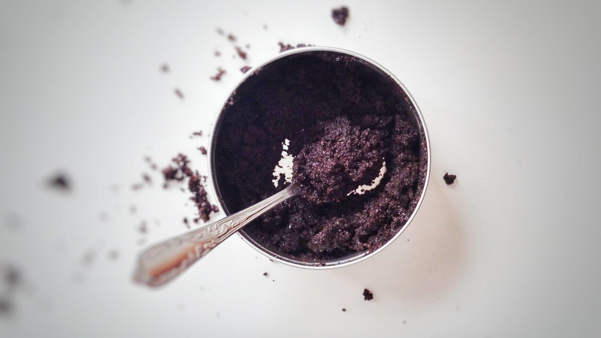 Gesichtspflege mit Kaffeesatz