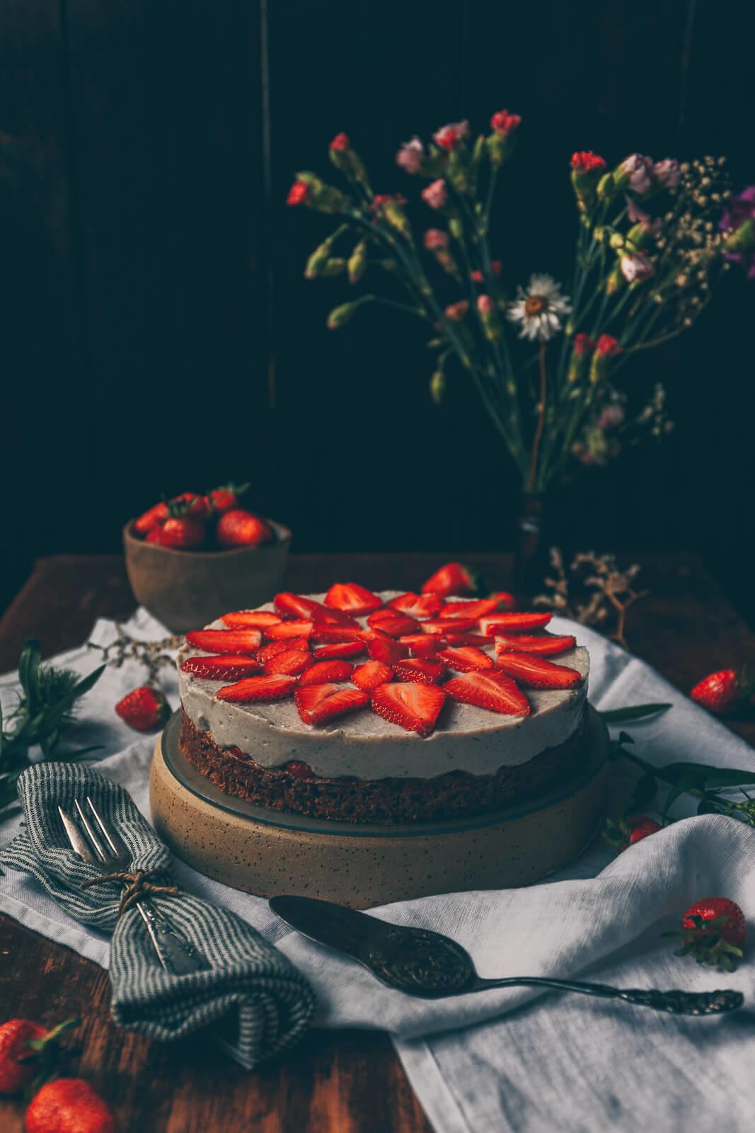 Erdbeerkuchen, Klassischer Erdbeerkuchen, Erdbeerkuchen vegan Rezept, einfacher Erdbeerkuchen vegan, vegan Kuchen Rezept