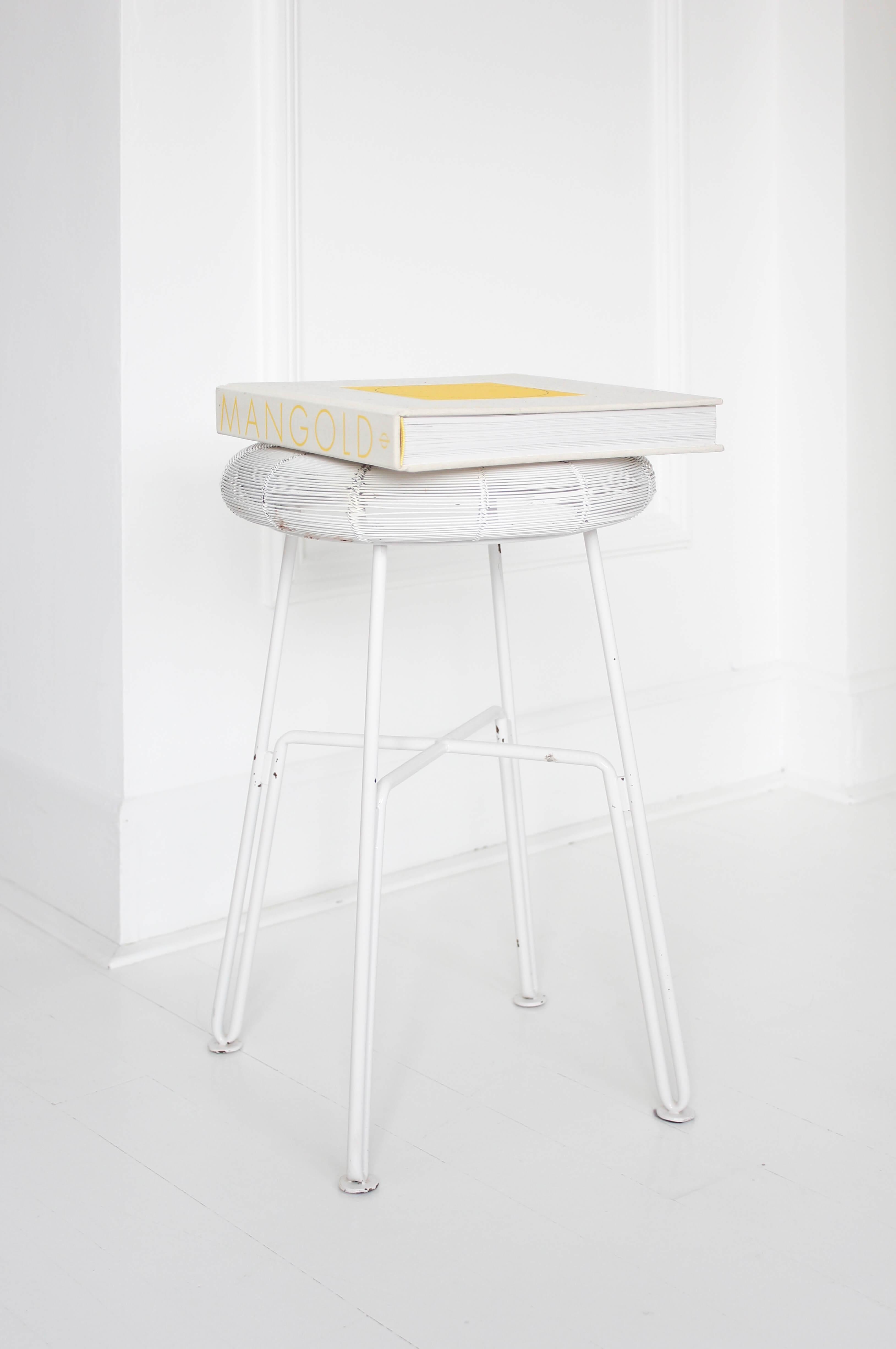 Möbel aussortieren, Möbel entrümpeln, Ausmisten, Möbel weggeben, Möbel ausrangieren, Möbel Vintage kaufen, Möbel Platz schaffen, Möbel verschenken, Weniger Möbel im Haus