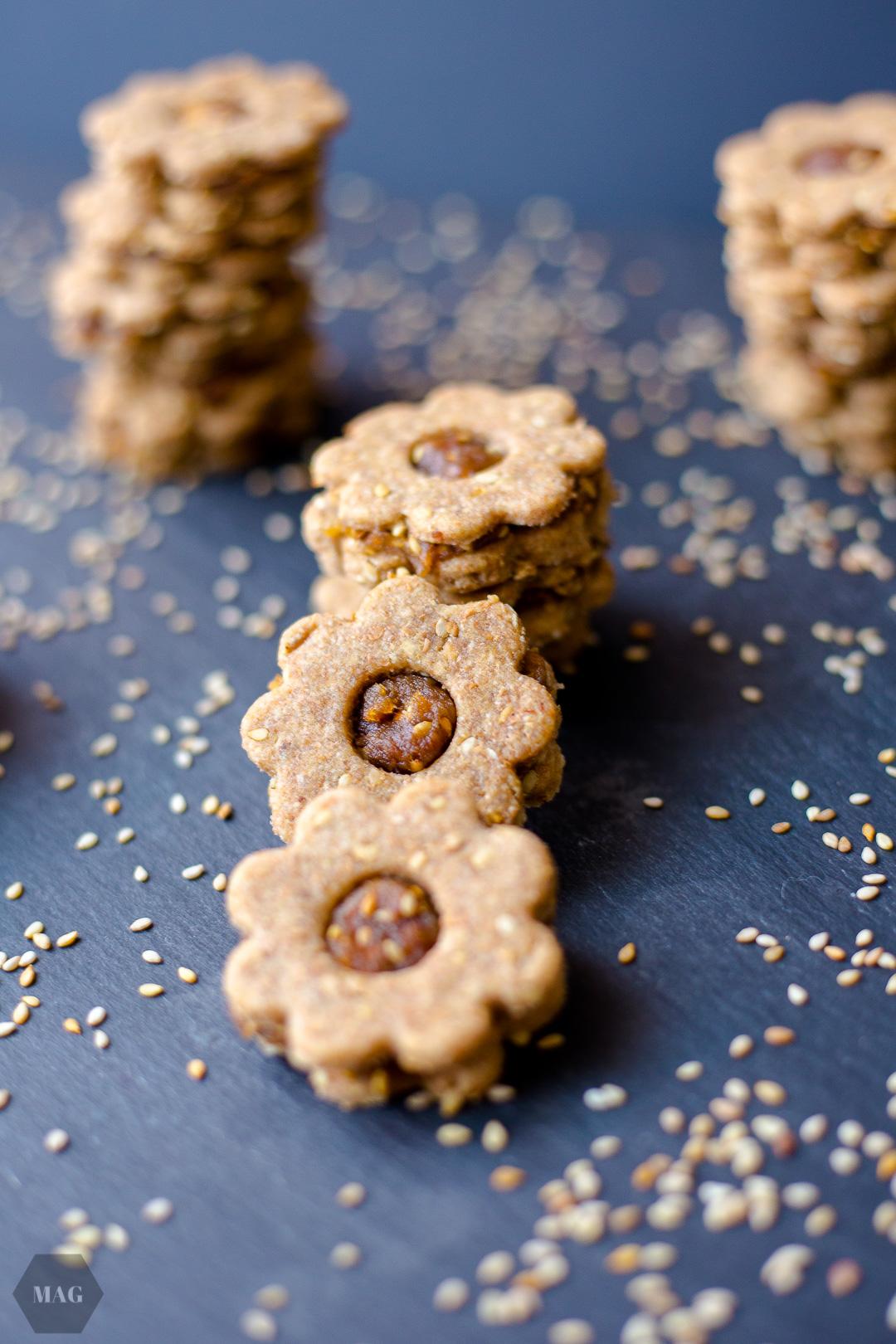 Dattel-Sesam-Kekse, Dattelbär, Datteln, Sesam, Kekse backen, Weihnachtsplätzchen vegan, Dattelkekse vegan, gefüllte Kekse vegan