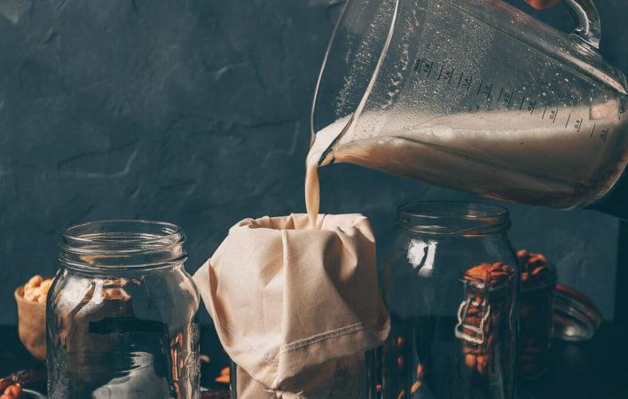 Pflanzenmilch, Pflanzenmilch selber machen, Pflanzenmilch DIY, DIY vegane Drinks, vegane Milch selber machen, vegane Drinks selber machen, DIY Pflanzenmilch vegan