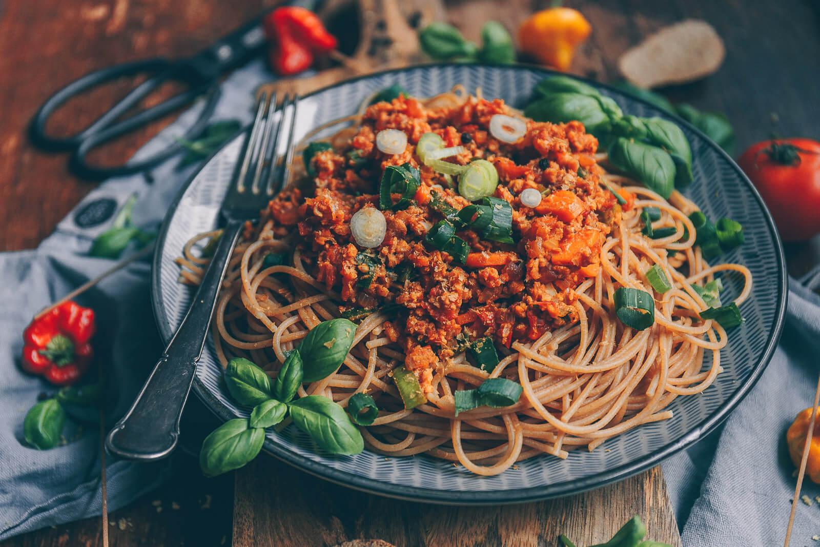 Spaghetti mit Bolognese, Bolognese vegan, Bolo vegan Rezept, vegane Bolognese Rezept, Spaghetti mit veganer Bolognese Rezept, Rezept vegane Nudelsoße, Vegane Rezepte, veganer Blog