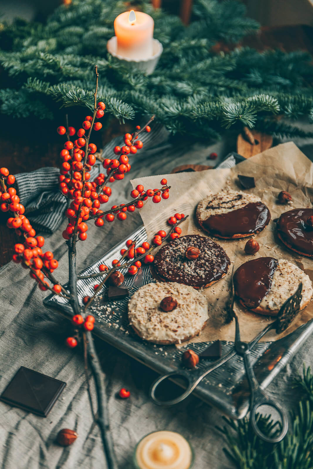 Spekulatiuskekse mit Haselnüssen, Spekulatiuskekse, Weihnachtskekse vegan, vegane Weihnachtsbäckerei, Vergabe Kekse Rezept, Rezept vegan Weihnachtskekse, Kekse Weihnachten Rezept vegan, vegane Cookies, Cookies mit Haselnüssen vegan, Spekulatius-Kekse