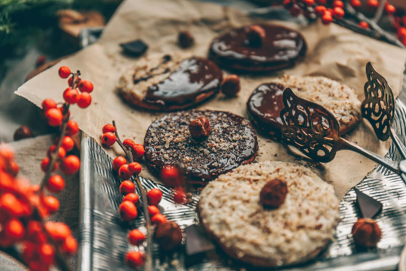 Spekulatius-Kekse, Spekulatiuskekse mit Haselnüssen, Spekulatiuskekse, Weihnachtskekse vegan, vegane Weihnachtsbäckerei, Vergabe Kekse Rezept, Rezept vegan Weihnachtskekse, Kekse Weihnachten Rezept vegan, vegane Cookies, Cookies mit Haselnüssen vegan