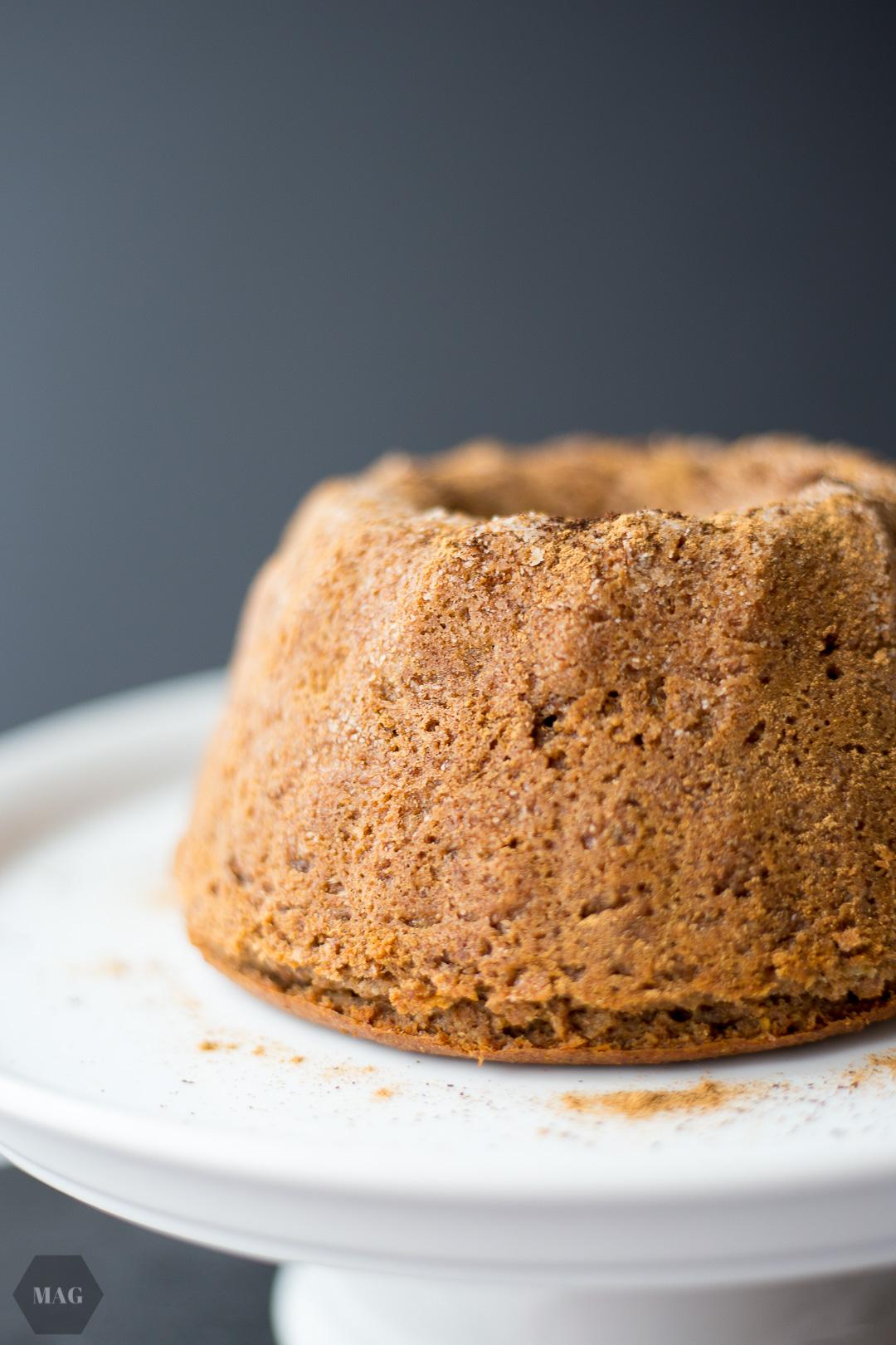 walnuss-gugl, walnusskuchen, trockenkuchen mit walnüssen, walnuss-trockenkuchen, veganer trockenkuchen mit nüssen