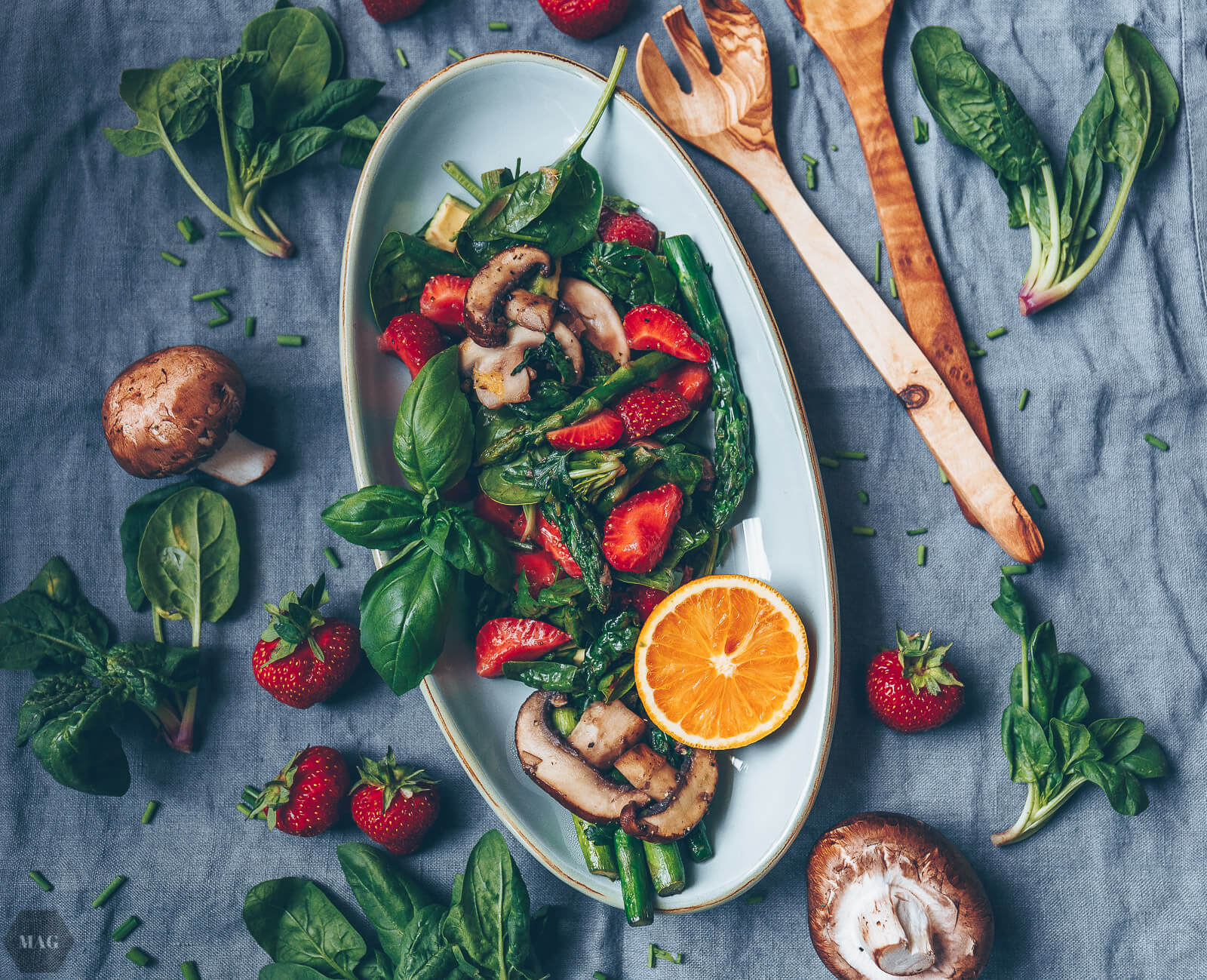 erdbeer-spargel-salat, Erdbeer Salat, Salat mit Erdbeeren, Spargel Erdbeeren Salat, Salat mit Avocado, Erdbeeren Spargel Salat, Frühlings Salat vegan, Salat vegan Erdbeeren Spargel