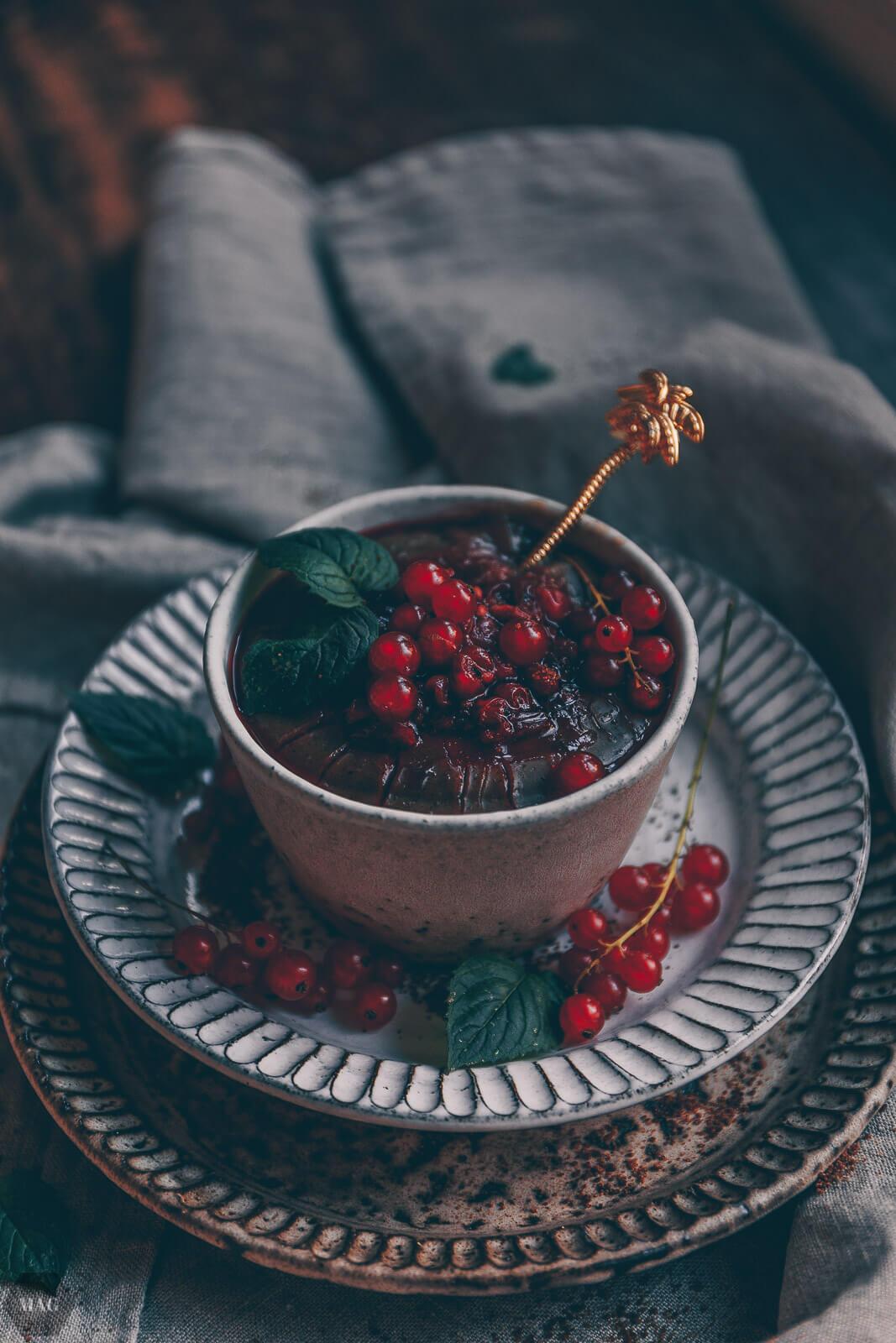 Dunkler Veganer Vanillepudding Mit Johannisbeeren Mehr Als Grünzeug