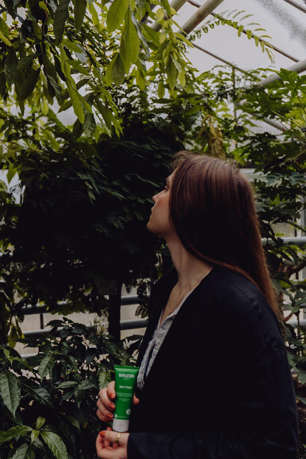 Skin Food, Hautpflege vegan, Naturkosmetik, Naturkosmetik vegan, Weleda, Weleda Skin Food, Skin Food Weleda, Nachhaltigkeit Weleda, nachhaltige Kosmetik Weleda, Öko Kosmetik, bessere Haut bekommen, bessere Haut durch weniger Stress, Stress reduzieren Tipps